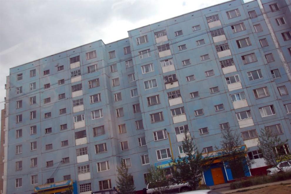 5. Дома в советском стиле все еще преобладают в архитектуре Улан-Батора, столице Монголии. (Adrienne Mong/NBC News)