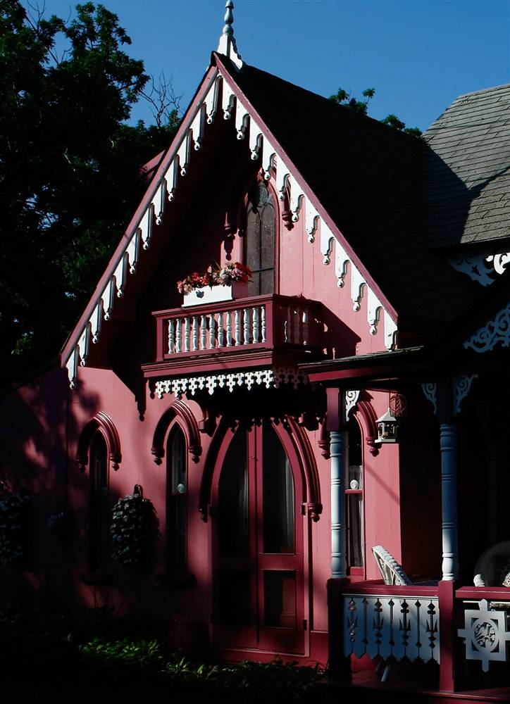 8. Один из «имбирных коттеджей» Ассоциации христианских лагерей в Оук Блаффс, Массачусетс. Более 300 коттеджей составляют колонию и привлекают многих туристов. (Win McNamee/Getty Images)