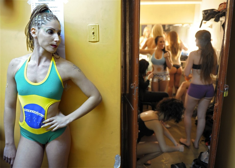 """5) Brazilian pole dancer Eduarda Ribeiro (L) waits backstage for the start of the """"Miss Pole Dance Argentina 2009"""" and """"Miss Pole Dance South America 2009"""" competitions, in Buenos Aires, Argentina on October 20, 2009. Brazilian dancer Rafaela Montenero took first place in the """"Miss Pole Dance South America 2009"""" and Argentinian pole dancer Maria Luz Escalante took the """"Miss Pole Dance Argentina 2009"""" title.  AFP PHOTO/JUAN MABROMATA (Photo credit should read JUAN MABROMATA/AFP/Getty Images)"""