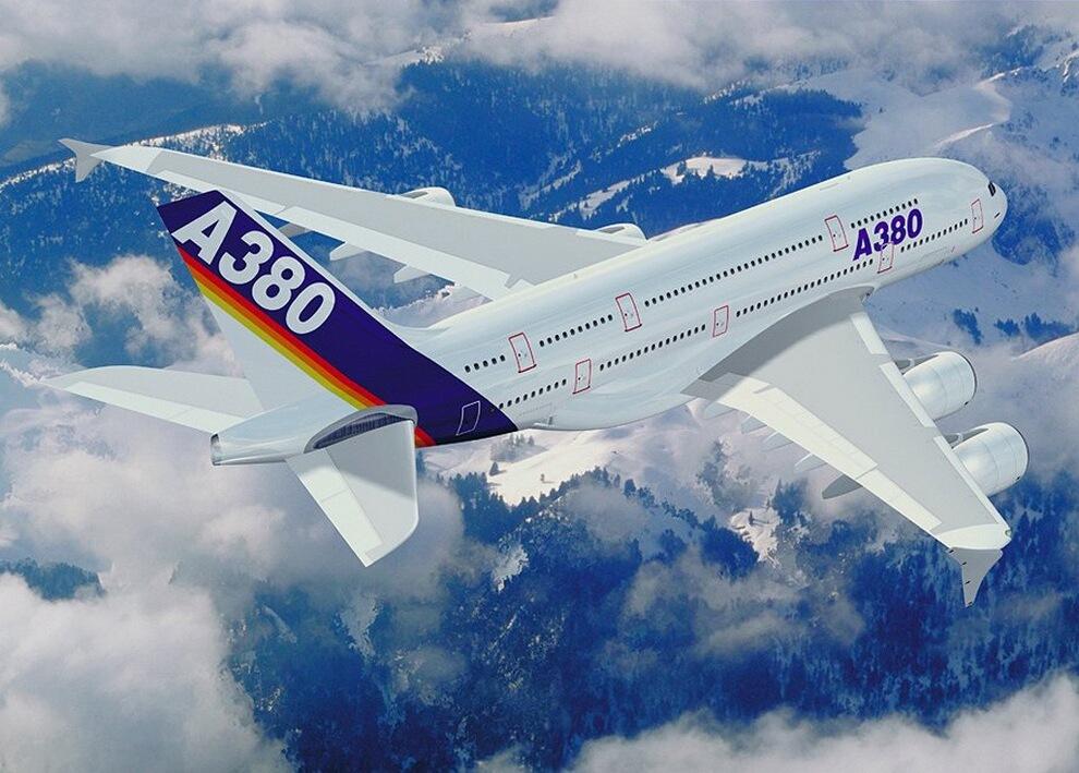 1) Airbus А380 — широкофюзеляжный реактивный пассажирский самолёт, созданный концерном Airbus S.A.S.. Двухпалубный. Высота 24 метра, длина 73 метра, размах крыла 79,8 метра. Может совершать беспосадочные перелёты на расстояние до 15 200 км.