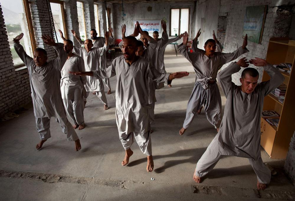 2) Наркоманы занимаются физкультурой по программе реабилитации Вадан в кабульском наркологическом реабилитационном центре 29 сентября. (Paula Bronstein/Getty Images)