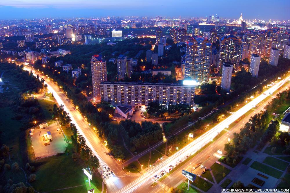 2) Пересечение Ленинского проспекта и улицы Лобачевского