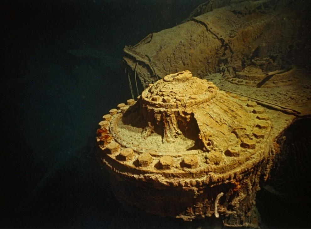 2) Два поршневых двигателя высотой с четырехэтажный дом (один из которых изображен на фото) приводили в движения  винты Титаника.