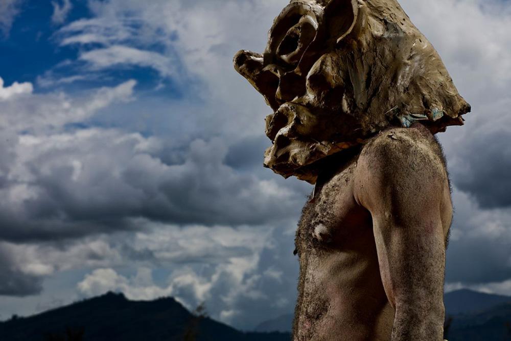 4. Фотография традиционного «грязного человека» в поселке в провинции Чимбу. (Brent Stirton/Getty Images)