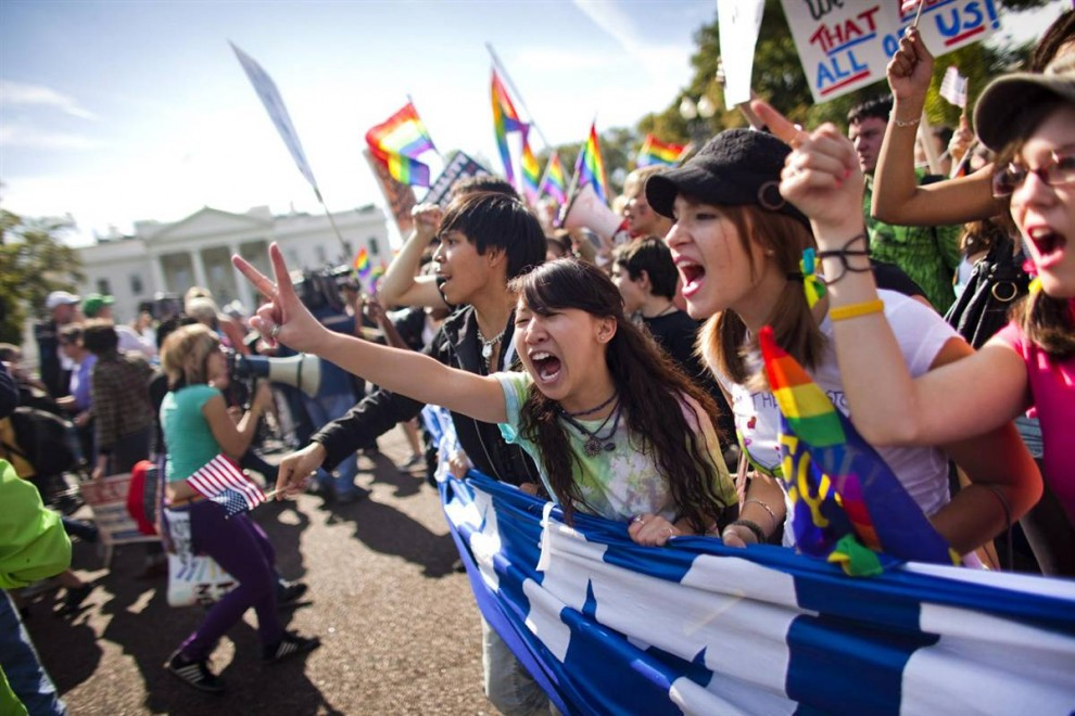 4) Демонстрация активистов перед зданием Белого дома в воскресенье. (Jim Lo Scalzo/EPA)