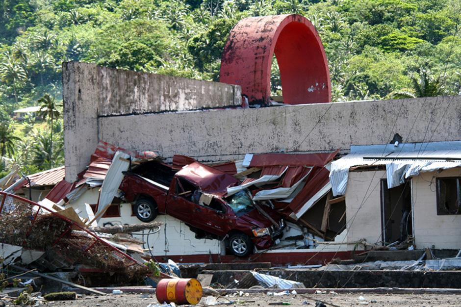 5) Последствия цунами и землетрясения магнитудой 8,3 балла, произошедших ранним утром в Паго-Паго, на Американском Самоа.