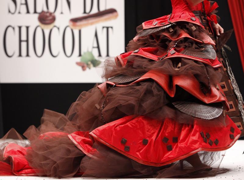 6. Актриса Мари Фуген в шоколадном наряде на открытии 15-ого ежегодного события «Salon du Chocolat de Paris» в Париже 13 октября 2009 года. (UPI Photo/David Silpa)