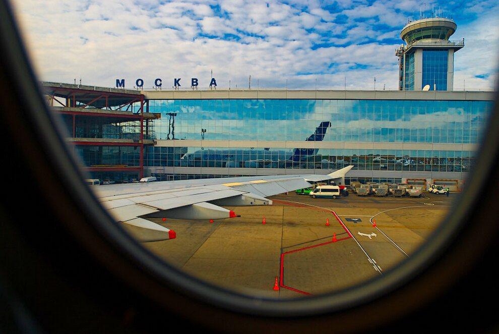 6) Московский «Домодедово» стал первым аэропортом в России, который смог принимать на свои взлетно-посадочные полосы самолет Airbus A380.