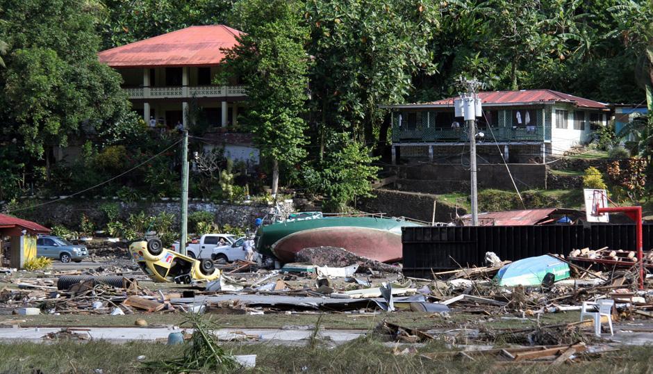 7) Число жертв стихии, по последним официальным данным, достигло 148 человек. На снимке – разрушения на побережье в Паго-Паго, на Американском Самоа.