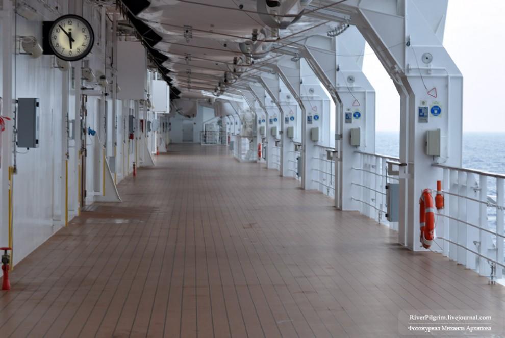 7) Прогулочная шестая палуба. Любопытно, что сквозного прохода по ней нет, а на всех прошлых лайнерах были.