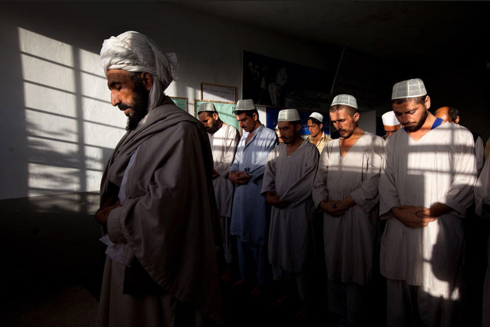 7) Наркоманы молятся в центре 29 сентября. (Paula Bronstein/Getty Images)