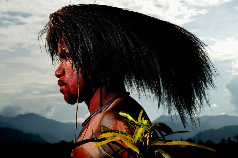 7. Фото с реки Сепик — отдаленного региона Папуа — Новой Гвинеи. Здесь стиль жизни по-прежнему почти полностью зависит от отношений людей и природы. (Brent Stirton/Getty Images)