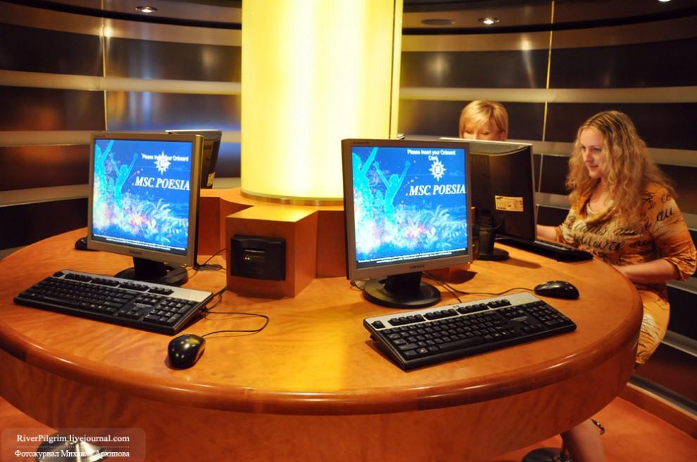 8) Интернет-салон на шестой палубе. В отличии опять же от предыдущих круизов, где интернет был только в таких центрах, на данном лайнере попасть в сеть можно было как стационарно, так и через кабель в каюте или через Wi-fi в нескольких кафе.