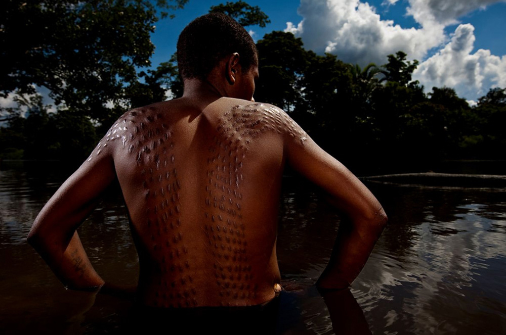 8. Племя Каравари в реке Сепик 15 декабря 2009 года. (Brent Stirton/Getty Images)