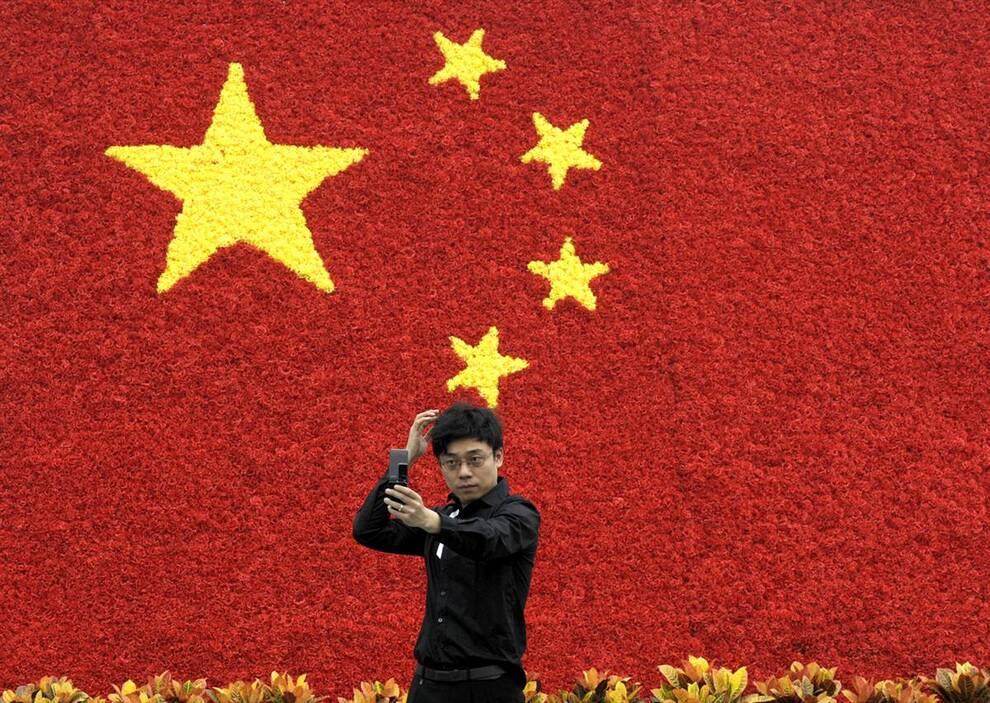 9) Цветочные украшения в виде китайского флага – прекрасный фон для любительской фотографии. (Liu Jin/AFP - Getty Images)
