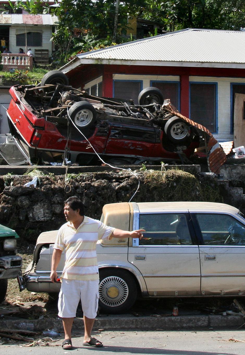 10) Поврежденные дома в Паго-Паго, на Американском Самоа. Архипелаг Самоа состоит из независимого государства Самоа, где проживают 219 тысяч человек, из которых 110 погибли в результате разгула стихии, и Американского Самоа с населением 65 тысяч человек, которое управляется Вашингтоном (31 погибший).