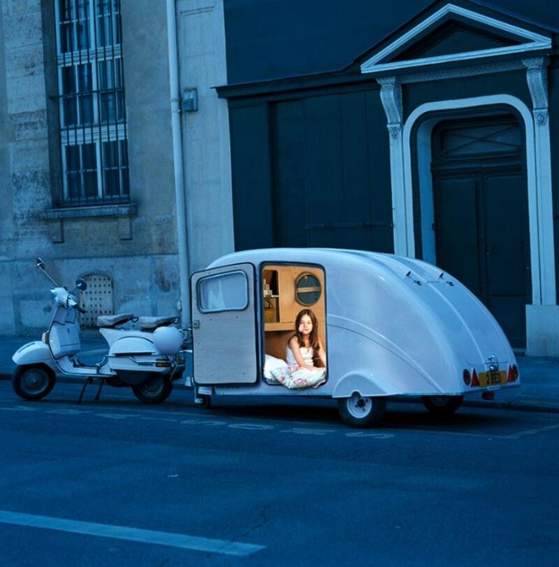 1) Чтобы угодить дочери, мать Нилайи подарила ей этот фургон, чтобы путешествовать по Италии.