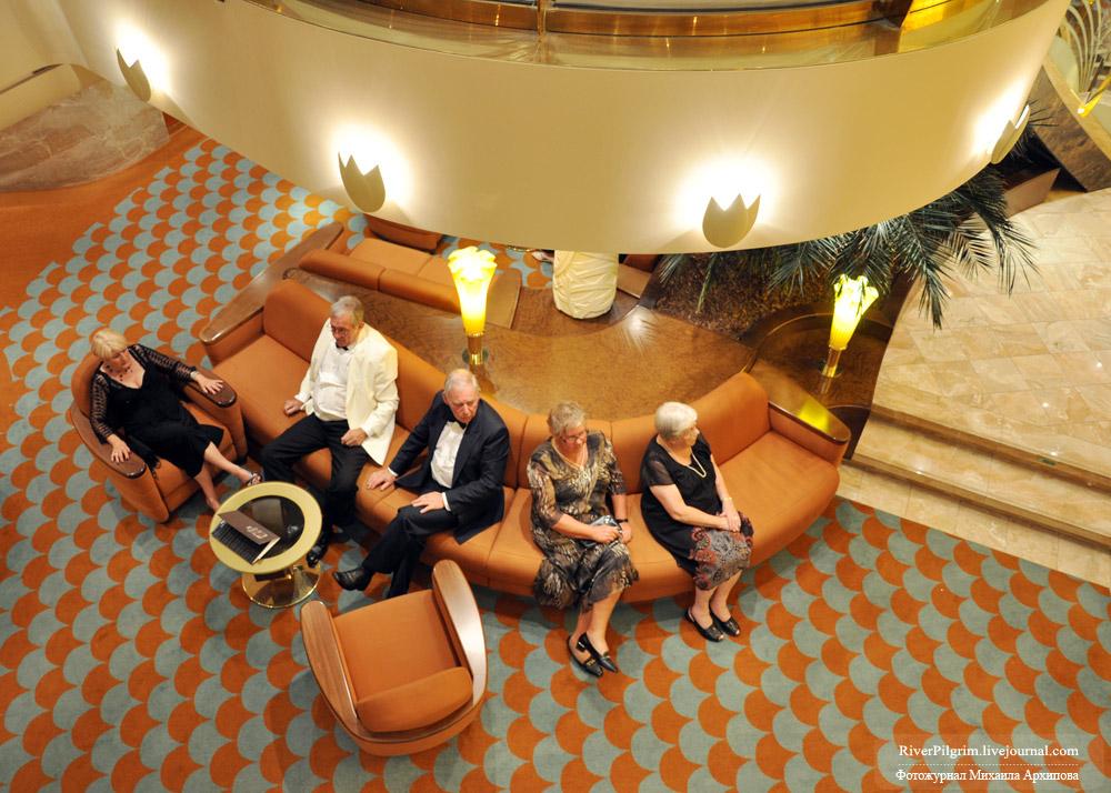 12) По количественно-качественным показателям туристы разделялись на пожилых и представителей среднего возраста.