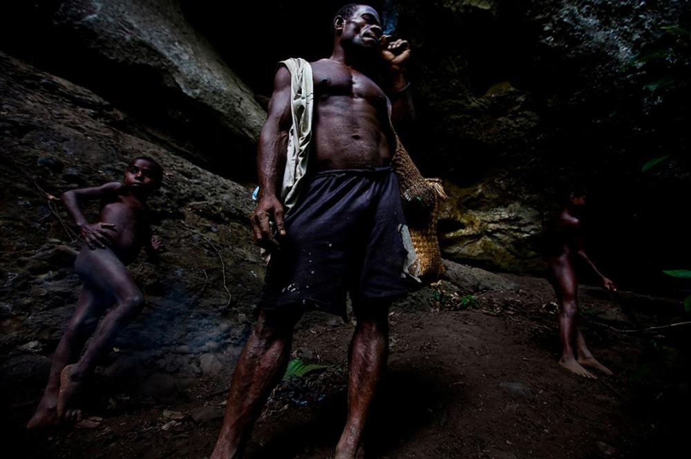 13. Племя Каравари в центре реки Сепик. (Brent Stirton/Getty Images)