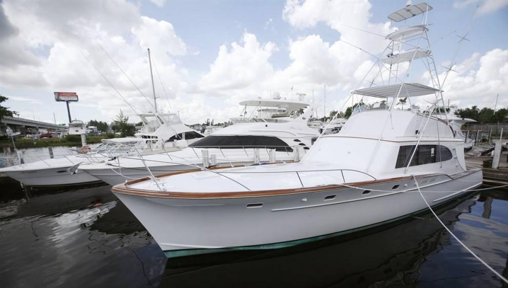 15.Яхта Мэдоффа, названная «Бык», была построена на верфи «Rybovich» в 1969 году, ее длина составляет 55 футов. Она была полностью переделана до современной яхты, включая все современные технологии.