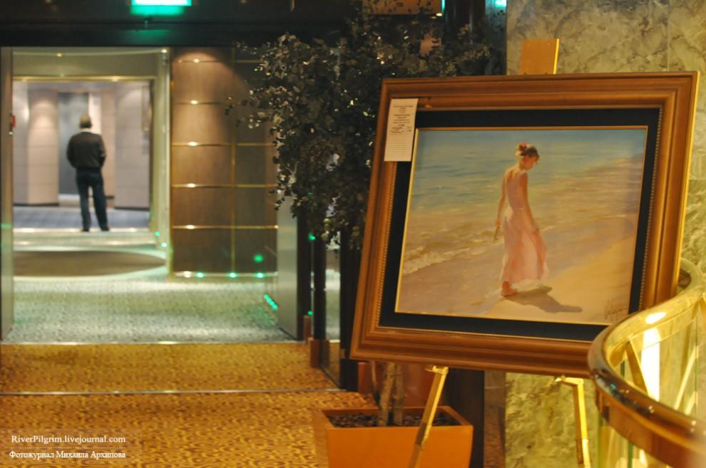 15) Картинная галерея-аукцион. На табличке написана начальная цена, любой желающий может сделать ее выше и если по итогам она будет выше других то купить картину.