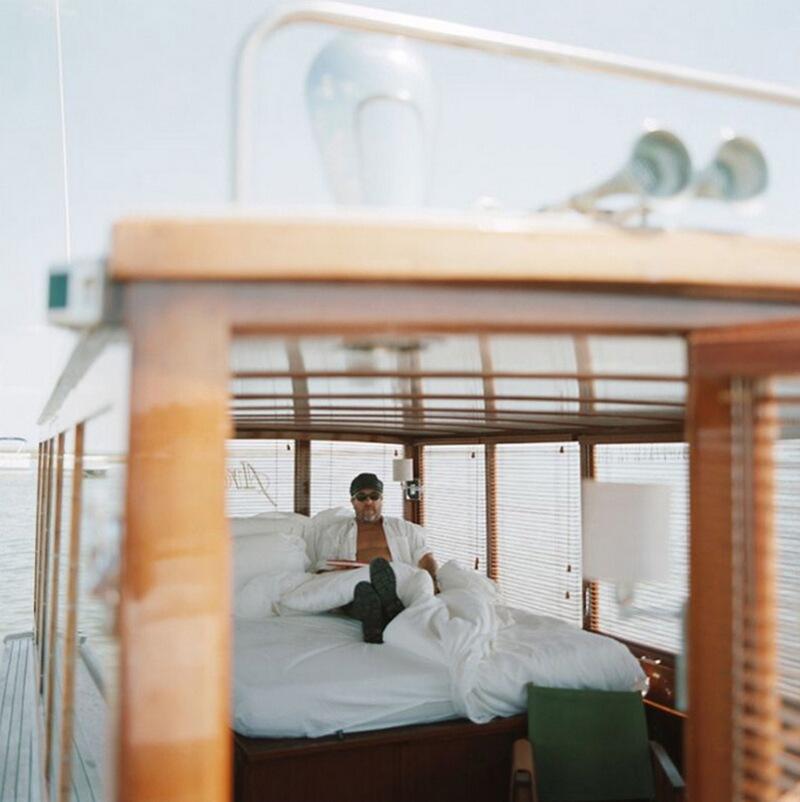 7) Филипп Старк, дизайнер, на лодке в Le Cap Ferret, в Bassin d'Arcachon на юге Франции. Обычно с таких рыбацких лодок ловят мелкую рыбу, но Филипп на на всей задней части лодки установил одну большую кровать.