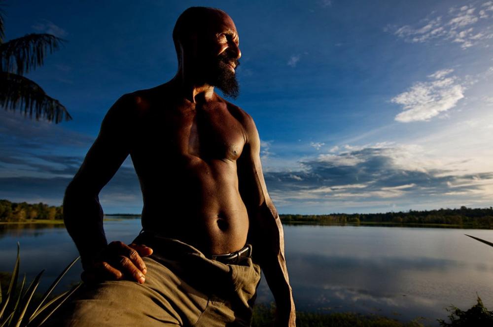 20. Галева Сеп — бывший полицейский, ставший активистом защиты окружающей среды в деревне Кубут, озеро Мюррей, 1 января 2009 года. (Brent Stirton/Getty Images)