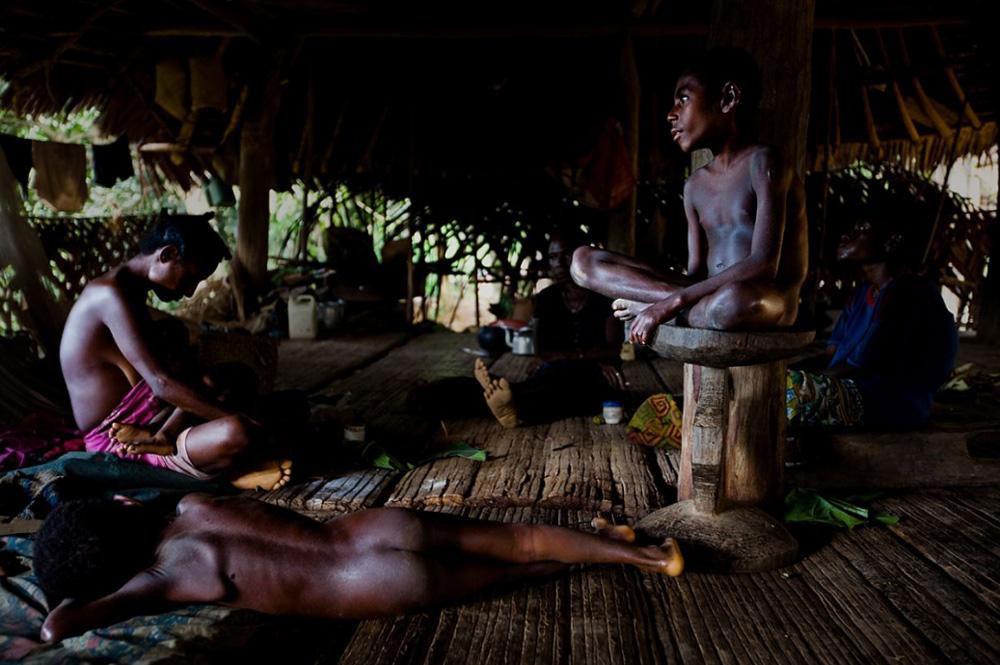 22. Племя Каравари, обитающего в центре реки Сепик, 15 декабря 2008 года. (Brent Stirton/Getty Images)