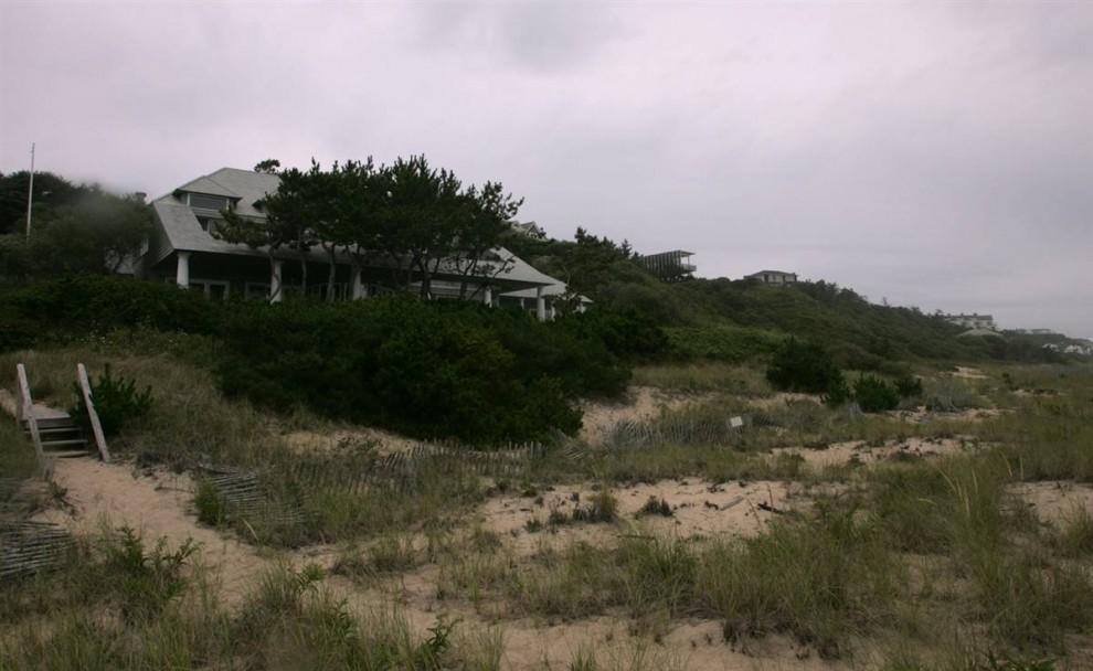 25.Участок 1,2 акров в Монтаук (Нью-Йорк) находится гораздо ближе к океану, чем другие дома, расположенные на юго-восточном берегу Лонг Айланда.