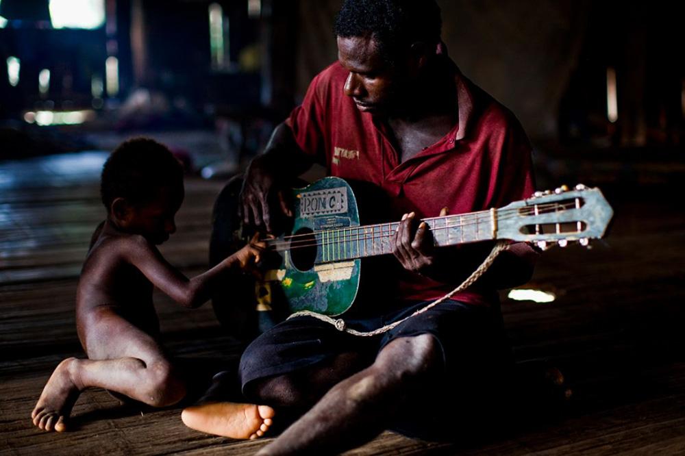 26. Племя Каравари, обитающего в центре реки Сепик, 15 декабря 2008 года. (Brent Stirton/Getty Images)