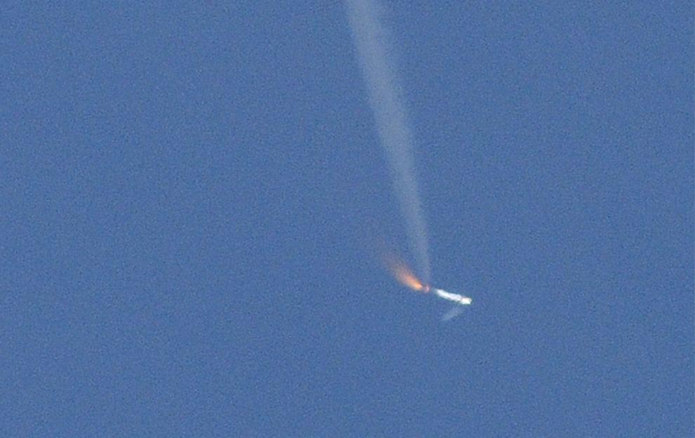 28. Новая испытательная ракета Ares 1-X проходит стадию отсоединения симулятора первой/верхней ступени примерно через две минуты после запуска с космического центра Кеннеди во Флориде 28 октября 2009 года. Через 2,5 минуты главная часть 99-метровой ракеты приземлилась, как и было запланировано, в Атлантическом океане под громкие аплодисменты сотрудников NASA, вздохнувших с облегчением. (BRUCE WEAVER/AFP/Getty Images)