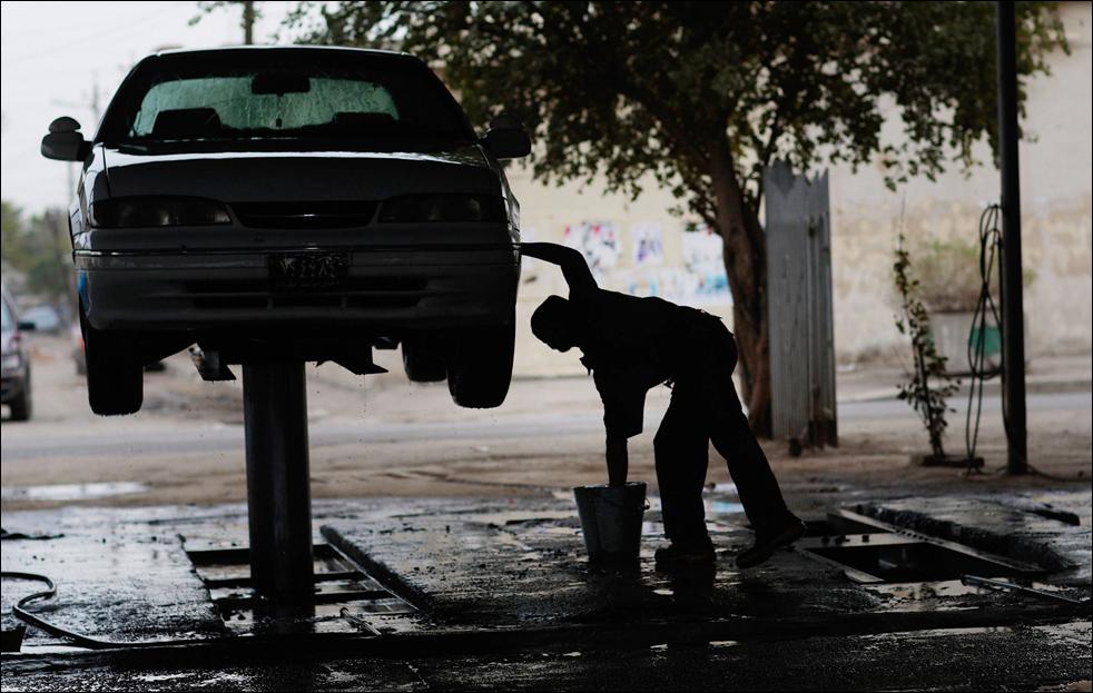 4) Автомойка в иракской столице. (Getty Images/Chris Hondros)