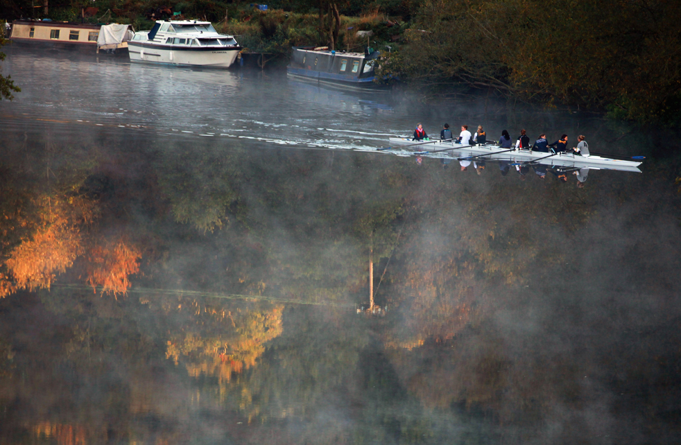 7. Туман стелется над рекой Эйвон под деревьями, уже начавшими менять цвет, 12 октября в Бате, Англия. (Getty Images / Matt Cardy)