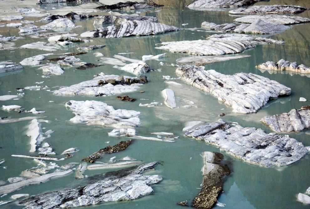 3) Айсберги плавают в талых водах озеро у подножия ледника Гриннел в Национальном парке Гласьер (Ледник), штат Монтана. (James Balog)