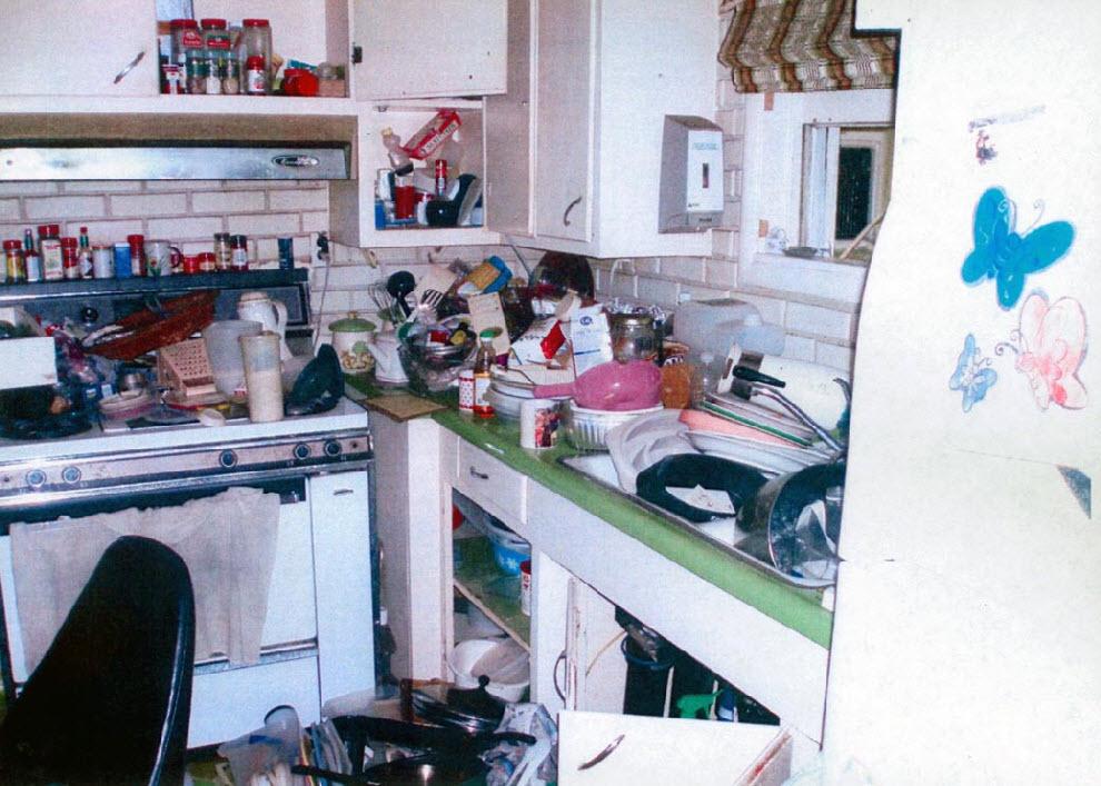 10. Кухня захламленная грязной посудой. (Contra Costa County Building Inspection/AP)