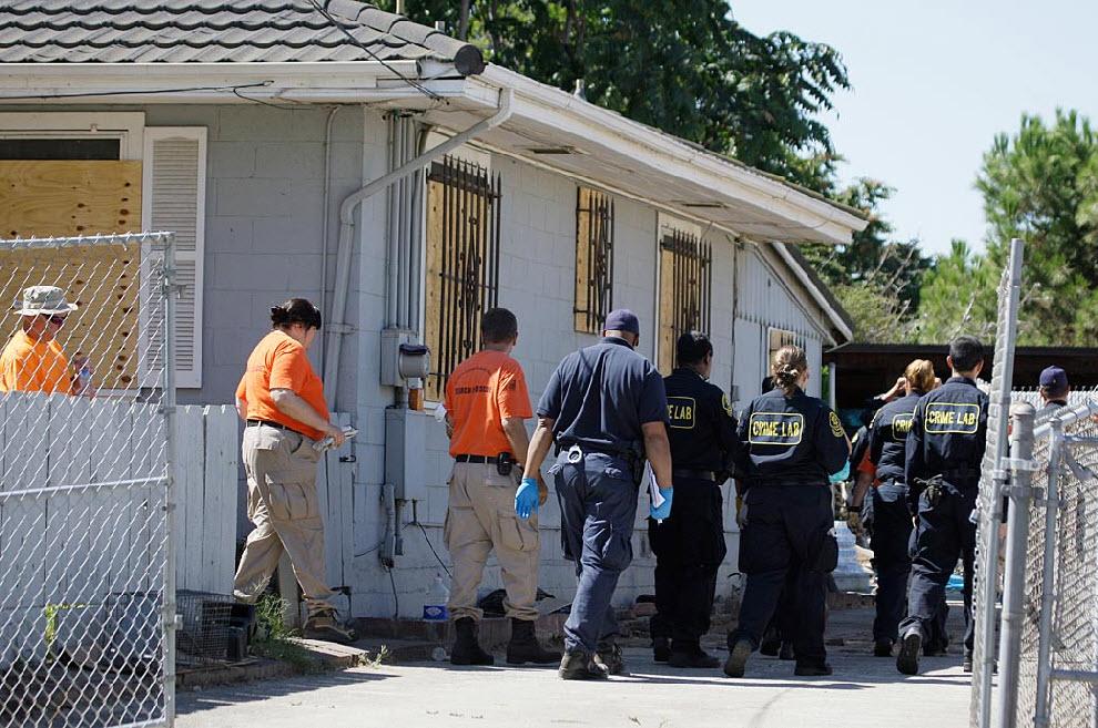 15. На территории дома Гарридо полиция нашла кости. Считается, что это кости животных. 17 сентября поисковые собаки учуяли запах, якобы исходивший от зарытых останков, но они так и не были найдены. (Eric Risberg, AP)