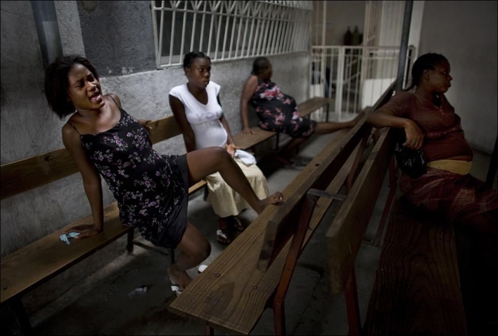 Самый высокий уровень смертности :гаитянский роддом (13 фото) .
