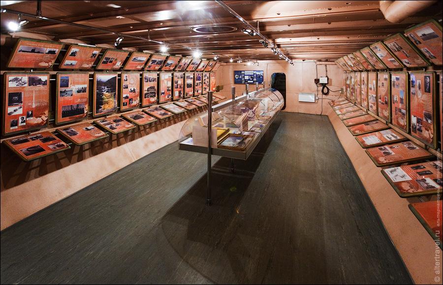 6) Другая часть аккумуляторной ямы, здесь располагается зал истории развития подводного флота.