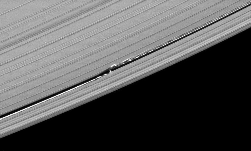 s09 pia1 Равноденствие на Сатурне