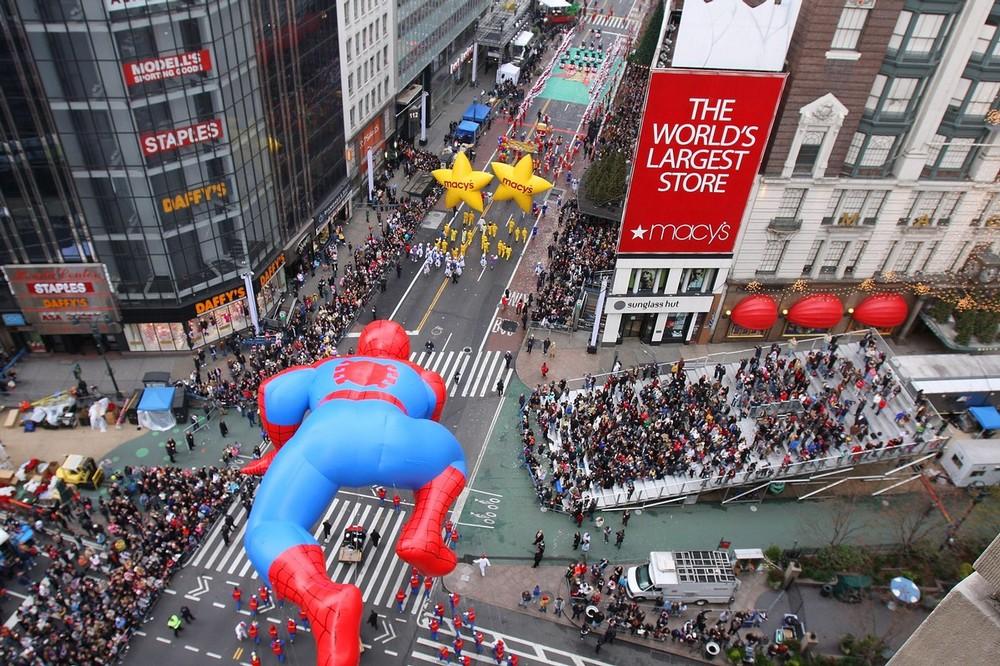 11) Фигура Спайдермена во время 83-го парада в Нью-Йорке. (Ben Hider/Getty Images)