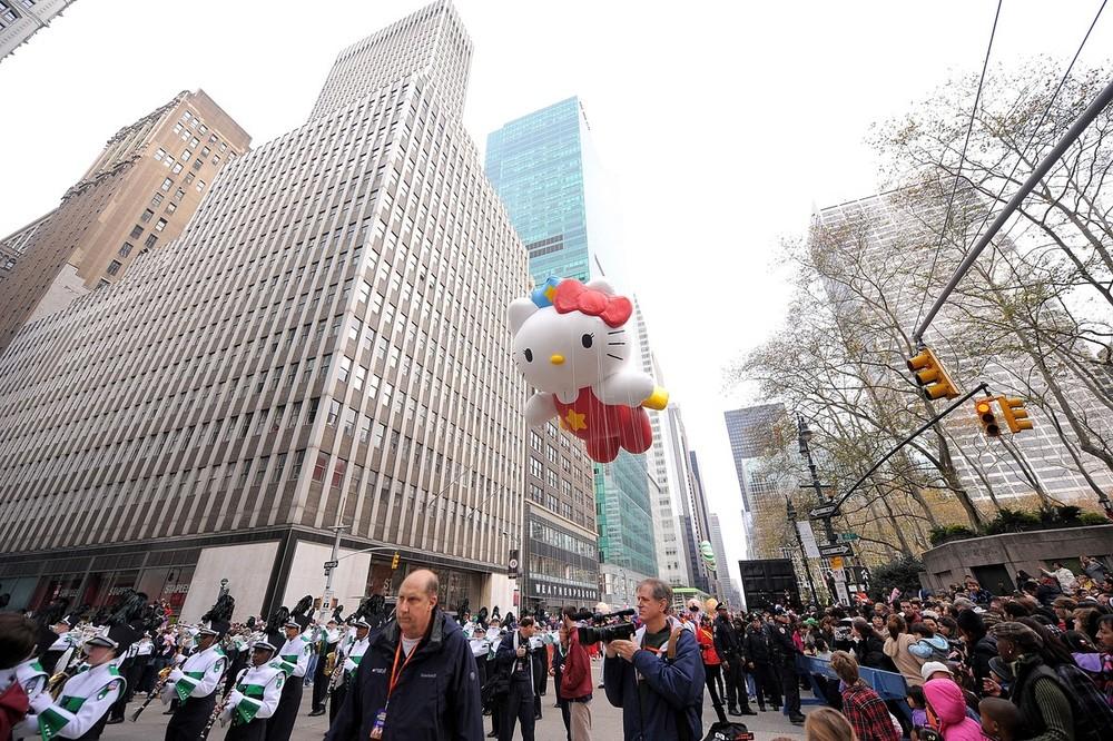 9) Надувная фигура Hello Kitty во время традиционного парада. (Michael Loccisano/Getty Images)