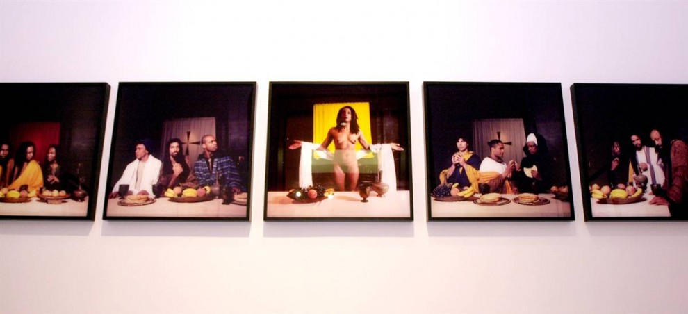 4. Рении Кокс позировала обнаженной в роли Иисуса в своей картине «Тайная вечеря твоей мамки». Когда ее включили в выставку в Бруклинском музее искусства в 2001 году, мэр Нью-Йорка Рудольф Гулиани воззвал к «стандартам приличия» произведений искусства в общественных музеях. (Spencer Platt/Getty Images)