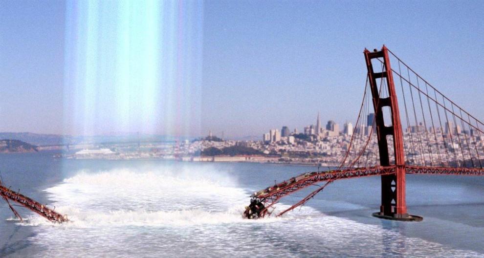 9. Создатели фильма 2003 года «Ядро» предположили, что произойдет с миром, если внутреннее ядро Земли просто перестанет вращаться. По мере стремительного ухудшения магнитного поля наша атмосфера попросту начнет распадаться по швам. Чтобы спасти планету, группа ученых должна проникнуть к центру Земли и все наладить. (Paramount)