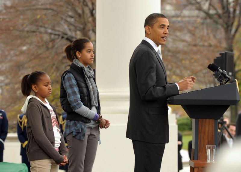9) Президент напомнил о славных традициях Америки, жители которой проявляют заботу о нуждающихся не только в День Благодарения, а круглый год.