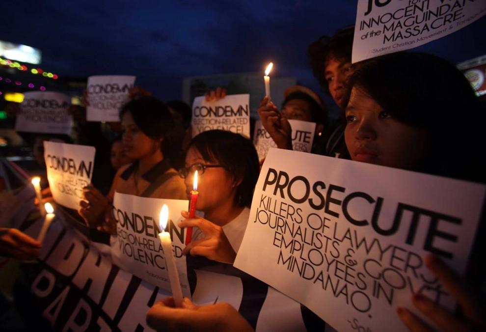 10) Протестующие во время митинга в центре Манилы.