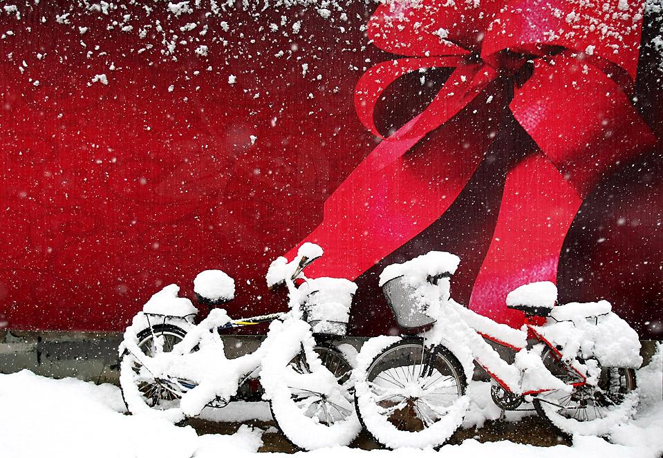 6) Пекинская улица, заметенная снегом после первого обильного снегопада в китайской столице. (Feng Li/Getty Images)