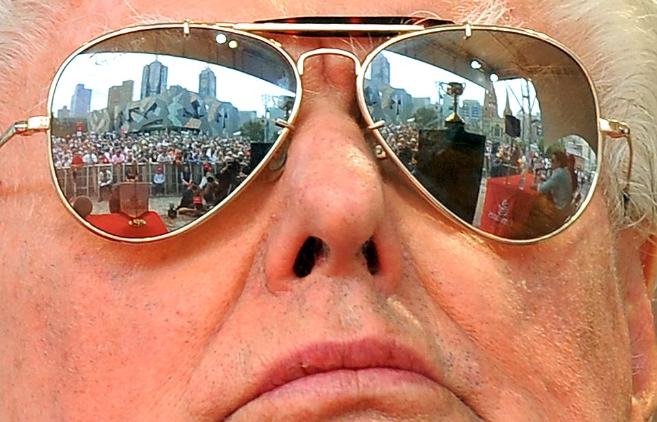 10) Легендарный дрессировщик лошадей Барт Каммингс, который может в 13-й раз стать обладателем Кубка Мельбурна, на пресс-конференции перед началом бегов в Мельбурне. Каммингс выставил на бега три своих лошади. (William West/Agence France-Presse/Getty Images)