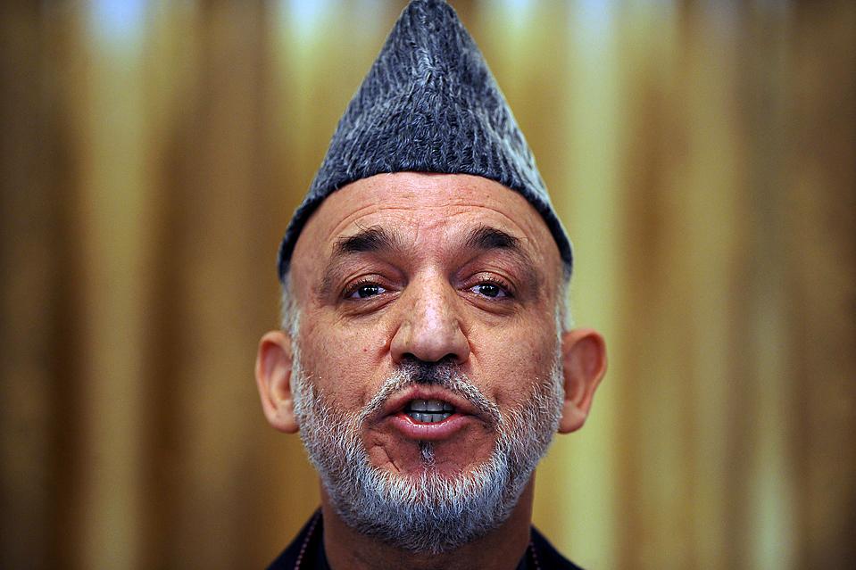 """2) Переизбранный президент Хамид Карзай в ходе пресс-конференции в Кабуле пообещал искоренить коррупцию и предложил оливковую """"ветвь мира"""" повстанцам """"Талибан"""" (Shah Marai/Agence France-Presse/Getty Images)"""