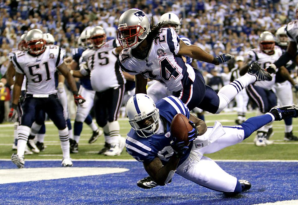 12) Реджи Уэйн (номер 87) из команды «Indianapolis Colts» во время игры против «NFL New England Patriots» в Индианаполисе. (А. J. Mast/Associated Press)