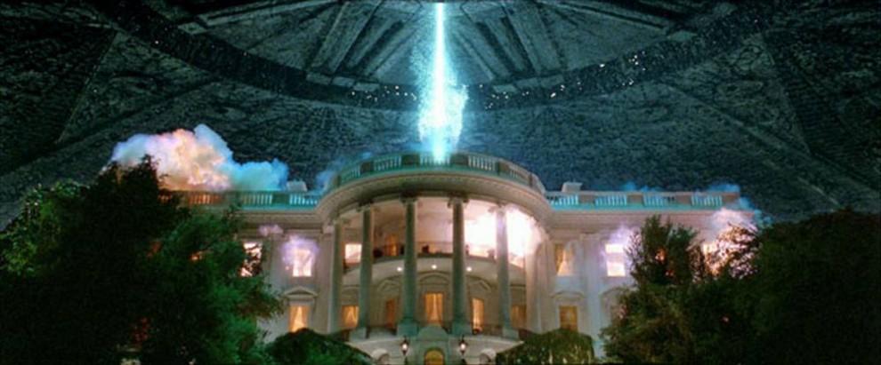 12. Когда пришельцы решили завоевать наш мир в фильме 1996 года «День независимости», они поняли, что люди без боя не сдадутся, особенно в День Независимости, 4 июля. Билл Пуллман играет президента, чей военный опыт пригодился как нельзя кстати. (20th Century Fox)